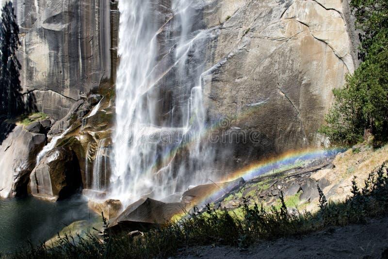 Opinión de las caídas del parque de Yosemite imagen de archivo