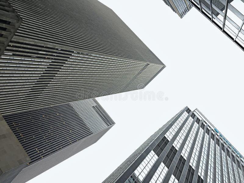 Opinión de las operaciones de búsqueda de los rascacielos de Nueva York imagenes de archivo