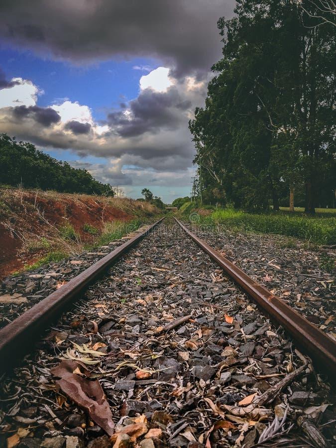 Opinión de las vías del tren fotografía de archivo