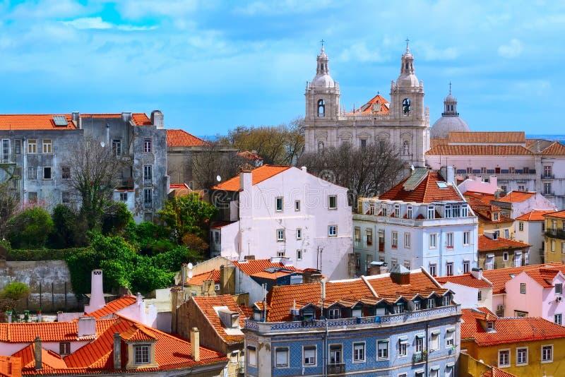 Opinión de Lisboa, Portugal con la basílica de Estrela fotografía de archivo libre de regalías