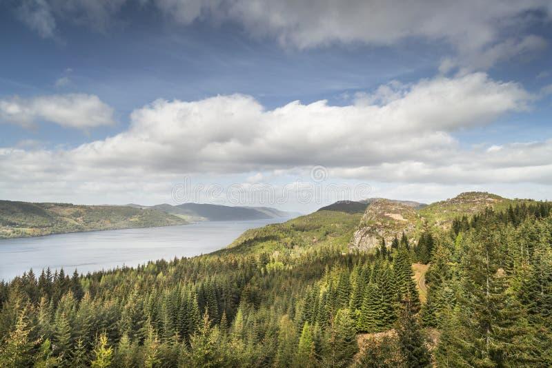 Opinión de Loch Ness de Farigaig en Escocia fotografía de archivo libre de regalías