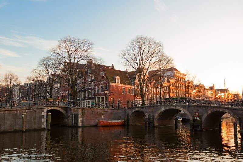 Opinión de los canales de Amsterdam imagen de archivo libre de regalías