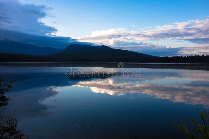 Opinión de los lagos Bowron fotografía de archivo libre de regalías