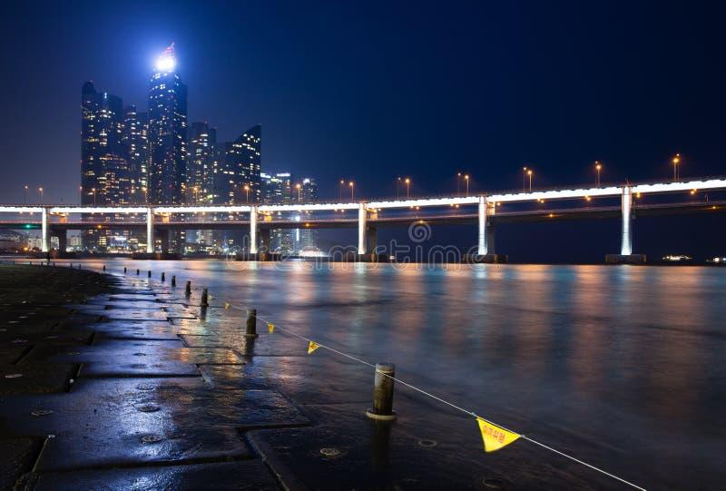 Opinión de los rascacielos de Haeundae, Busán de la noche fotografía de archivo libre de regalías
