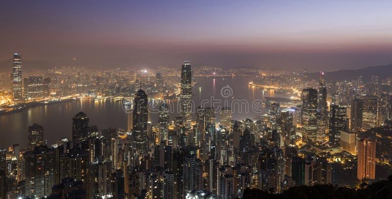 Opinión de los rascacielos de Hong Kong de Victoria Peak en la salida del sol fotos de archivo