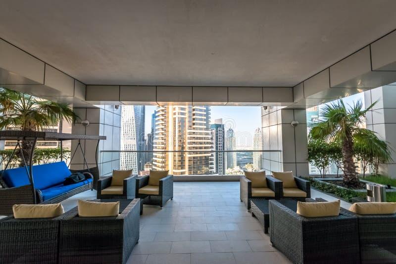 Opinión de lujo de la terraza del apartamento imágenes de archivo libres de regalías