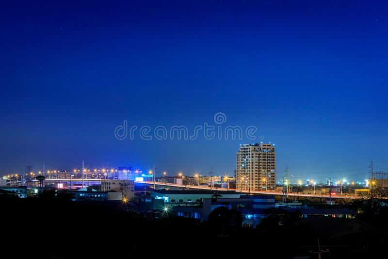 Opinión de Manila, visión de la noche desde el distrito de Makati, Filipinas foto de archivo libre de regalías