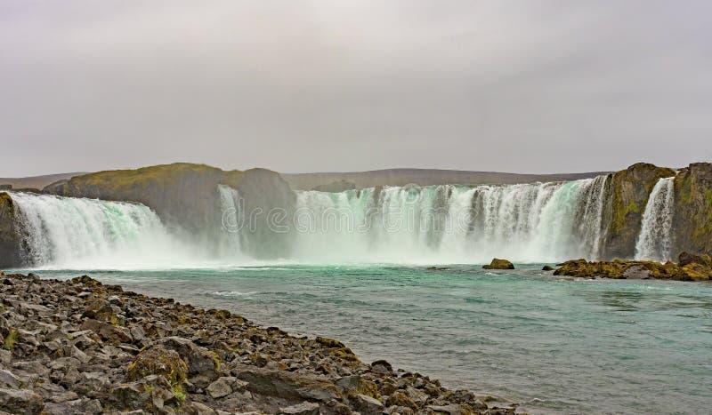 Opinión de nivel del agua de caídas dramáticas foto de archivo