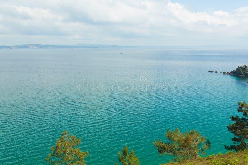 Opinión de océano Fondo de la naturaleza con nadie Morgat, península de Crozon, Bretaña, Francia imagen de archivo libre de regalías
