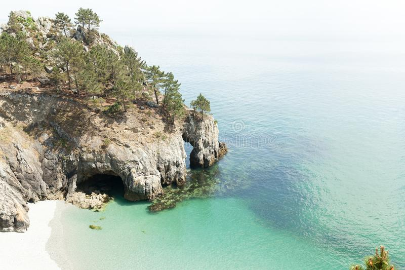 Opinión de océano Fondo de la naturaleza con nadie Morgat, península de Crozon, Bretaña, Francia fotografía de archivo