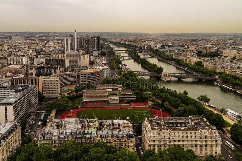 Opinión de París del top de la torre Eiffel foto de archivo