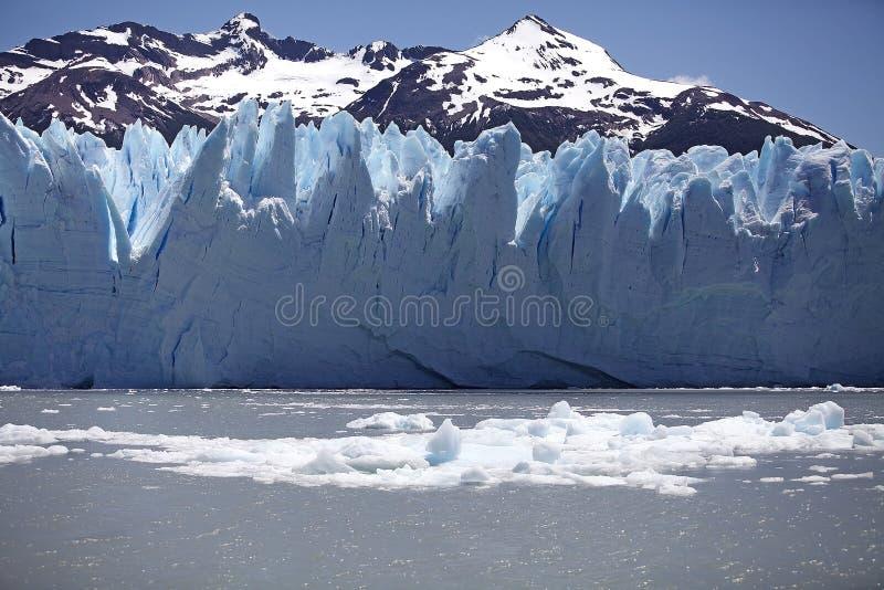 Opinión de Perito Moreno Glacier de Brazo Rico en Argentino Lake en la Patagonia, la Argentina imagen de archivo