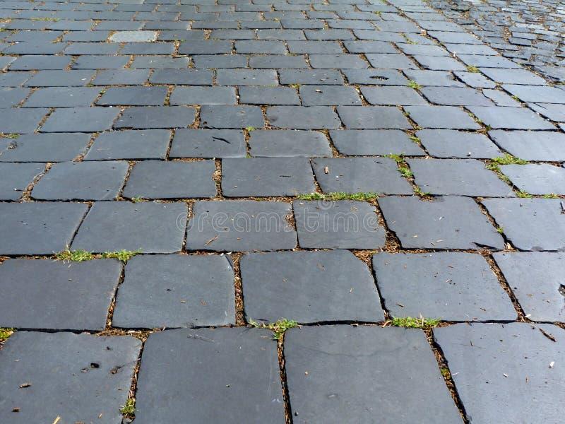 opinión de perspectiva del extracto libremente determinado del pavimento de la piedra del adoquín del granito imagen de archivo libre de regalías