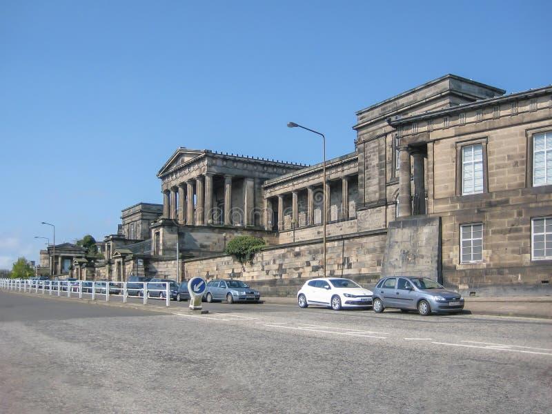 Opinión de perspectiva lateral de la High School secundaria real vieja, Edimburgo fotos de archivo libres de regalías