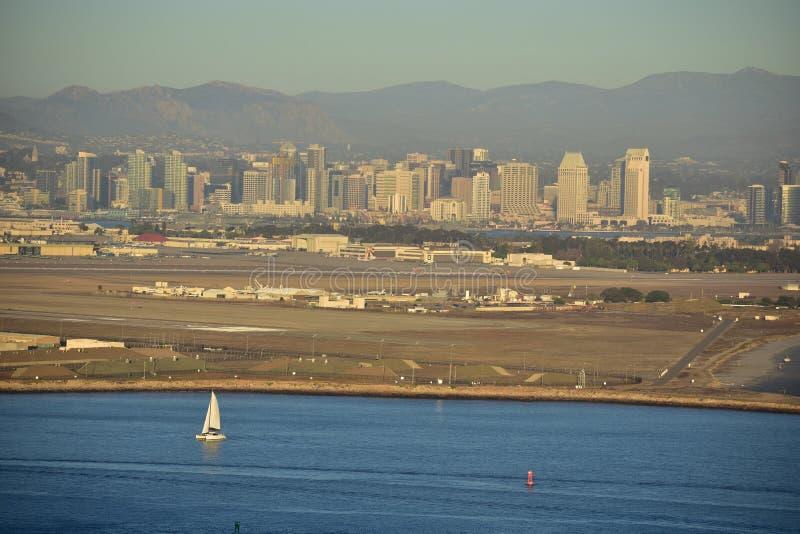Opinión de San Diego Skyline en el monumento nacional de Cabrillo fotografía de archivo