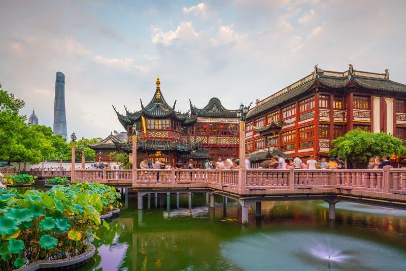 Opinión de Shangai, China en el distrito tradicional del jardín de Yuyuan imagen de archivo libre de regalías