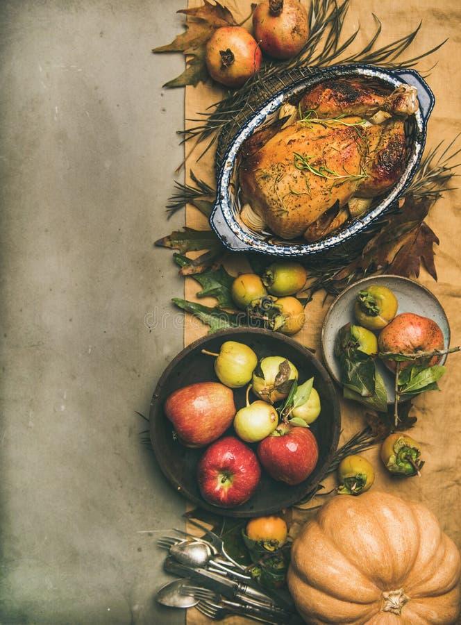 Opinión de sobremesa de la cena de la acción de gracias, espacio de la copia, composición vertical imagenes de archivo