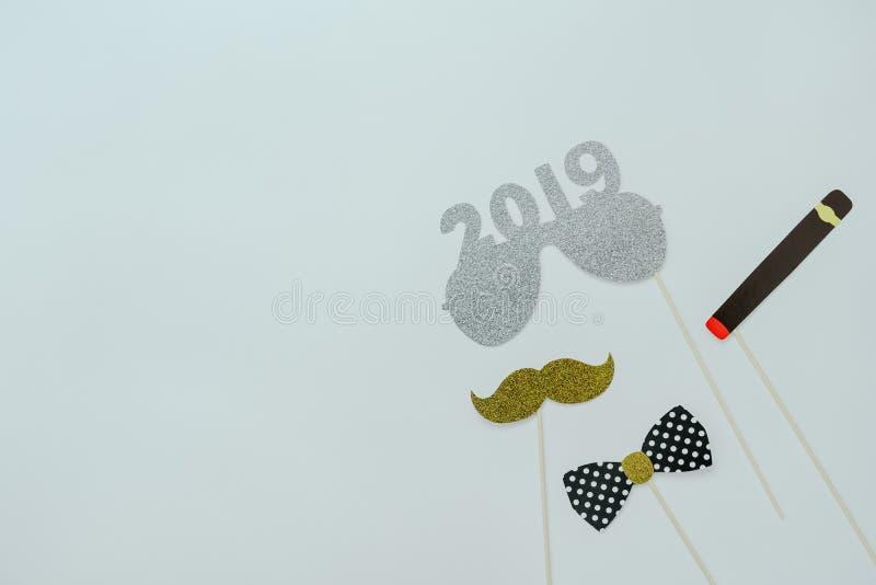 Opinión de sobremesa de las decoraciones de la Feliz Navidad y del concepto de los ornamentos de la Feliz Año Nuevo 2019 foto de archivo
