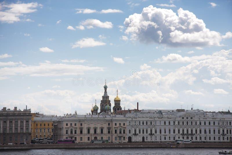 Opinión de St Petersburg de Neva imagenes de archivo