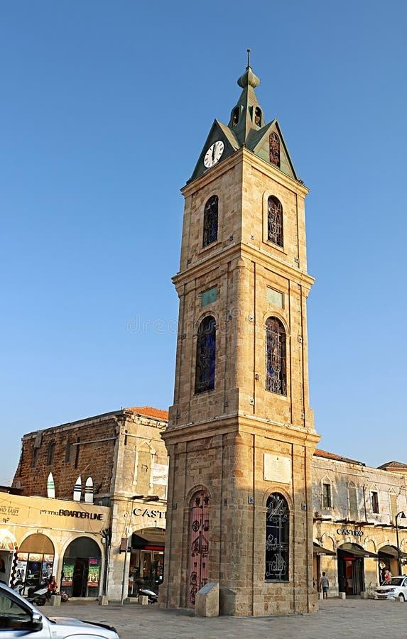 Opinión de torre de reloj en el cuadrado de Yossi Carmel en Jaffo viejo, Tel Aviv, Israel fotografía de archivo