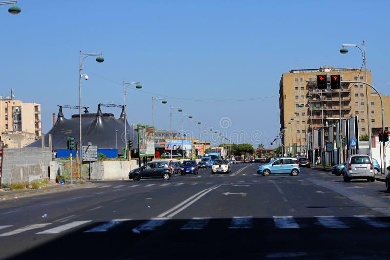 Opinión de tráfico de ciudad de Catania Sicilia Italia foto de archivo