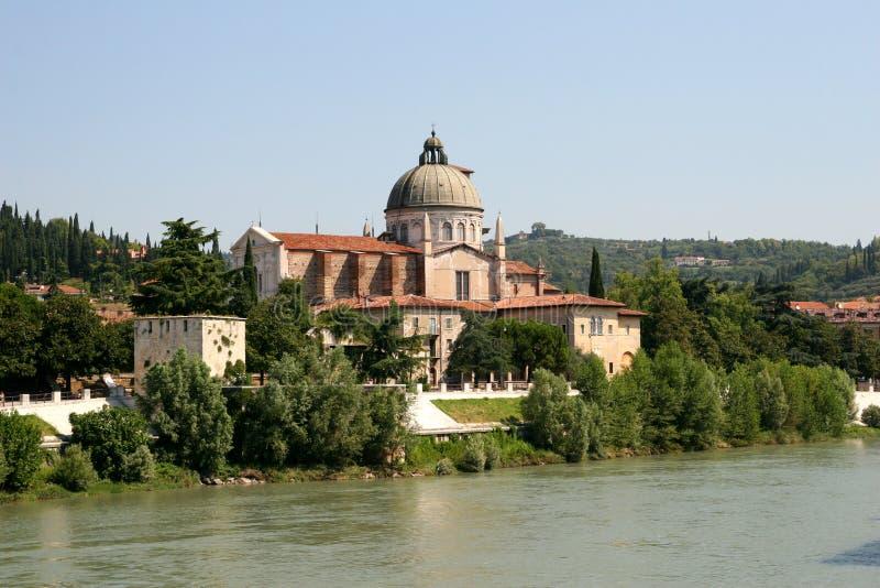 Opinión de Verona - río de Adige foto de archivo