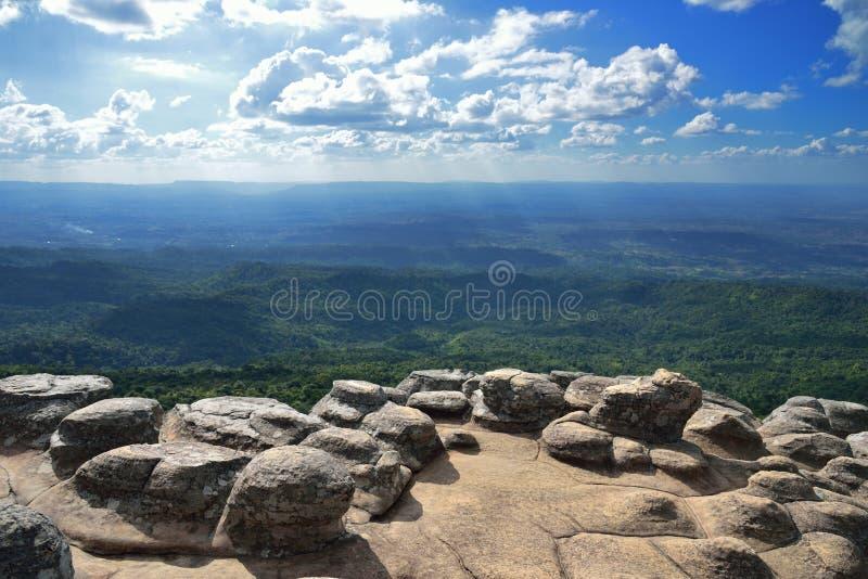 Opinión del acantilado de la tierra de la piedra del botón fotografía de archivo