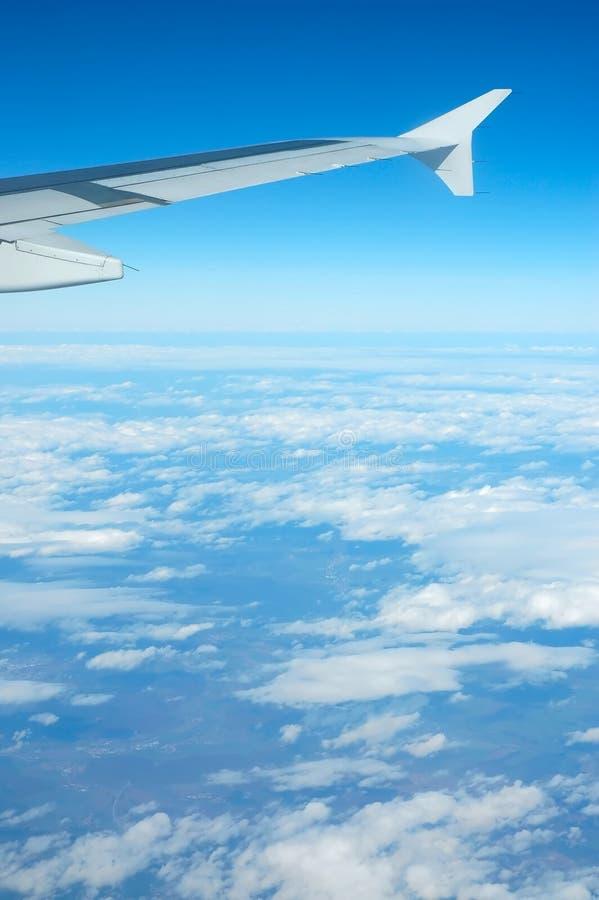 Opinión del aeroplano - cielo azul foto de archivo