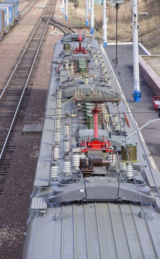Opinión del aire del tren de pasajeros y de la vía ferroviaria fotos de archivo libres de regalías