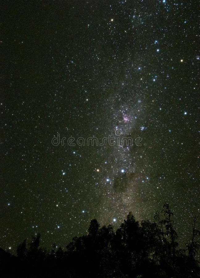 Opinión del cielo nocturno de la vía láctea en el valle Chile de Elqui imagenes de archivo