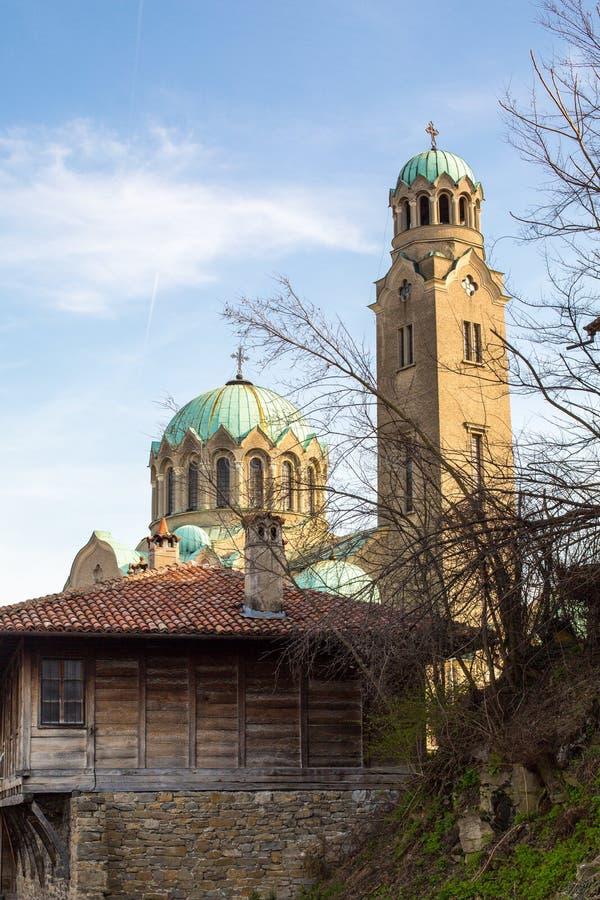 Opinión del día de la catedral en Veliko Tarnovo, Bulgaria imagen de archivo