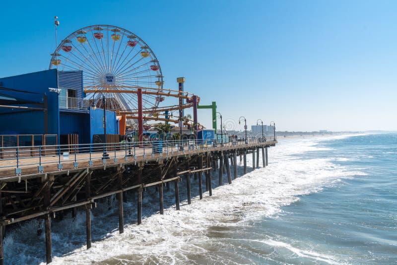 Opinión del embarcadero de Santa Monica de la noria famosa fotografía de archivo libre de regalías