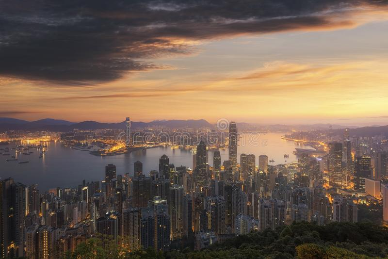 Opinión del horizonte de Hong Kong de Victoria Peak por mañana foto de archivo libre de regalías