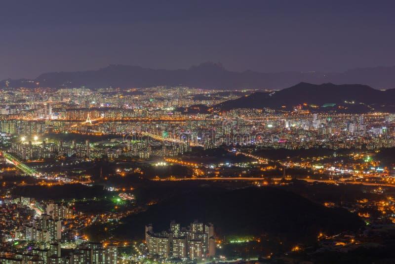 Opinión del horizonte de la ciudad de Seul al centro de la ciudad de Seul, Corea del Sur fotografía de archivo