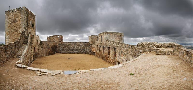 Opinión del interior del castillo de Monsaraz fotos de archivo