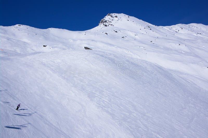 Opinión del invierno de la estación de esquí fotografía de archivo
