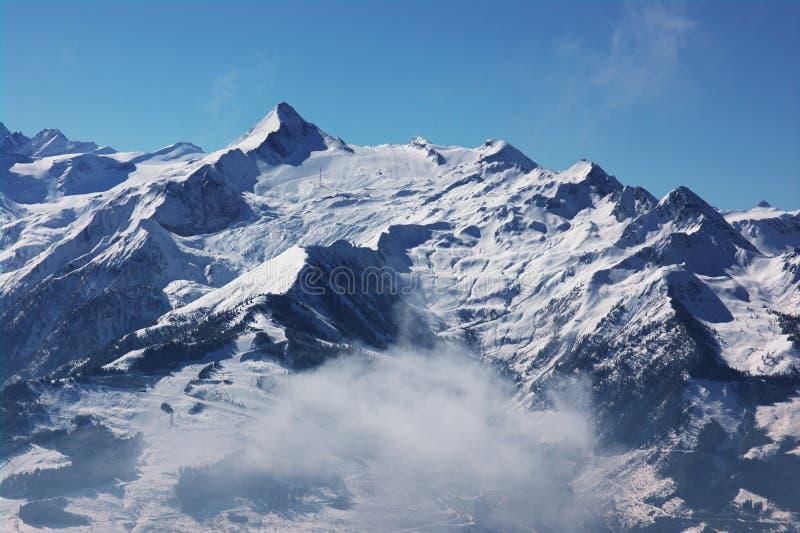 Opinión del invierno de la estación de esquí imagen de archivo