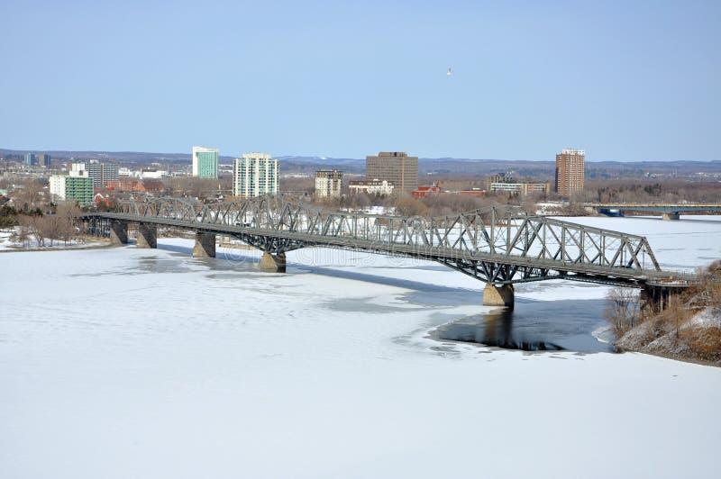 Opinión del invierno del puente de Alexandra, Ottawa fotos de archivo