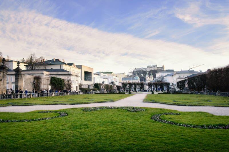 Opinión del jardín de Mirabell en Salzburg, Austria fotografía de archivo