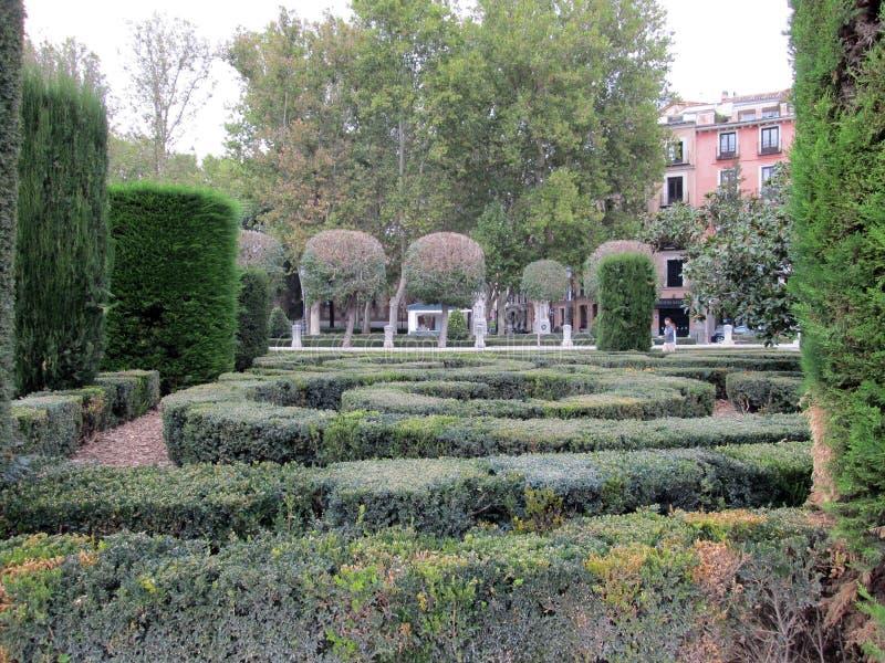 Opinión del laberinto de la plaza de Oriente, uno de los cuadrados más emblemáticos y más centrales de la ciudad Madrid España imágenes de archivo libres de regalías