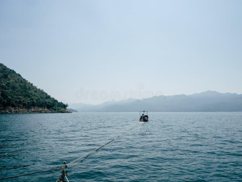 Opinión del lago de la balsa fotos de archivo
