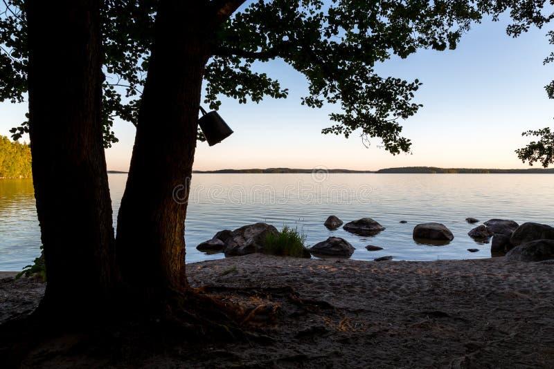 Opinión del lago en la puesta del sol imagenes de archivo