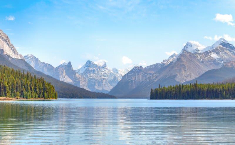 Opinión del lago Maligne fotografía de archivo libre de regalías