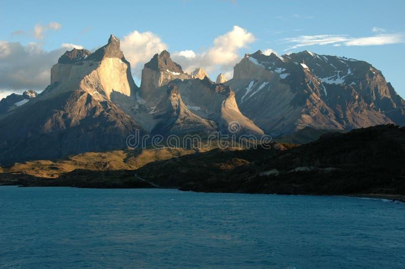 Opinión del lago Torres del Paine fotos de archivo