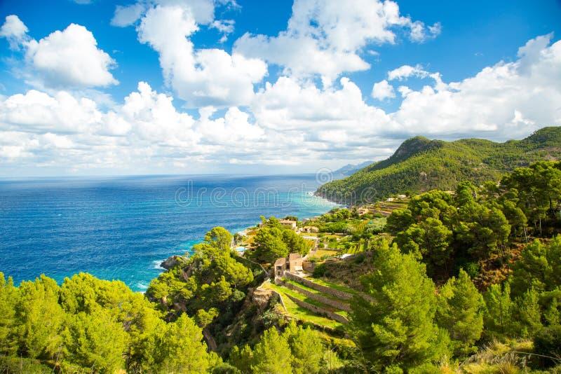 Opinión del mar del camino de Tramuntana, Mallorca, España foto de archivo libre de regalías