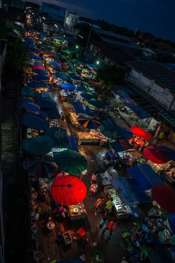 Opinión del mercado de la noche fotografía de archivo libre de regalías
