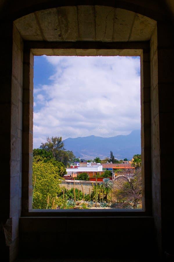Opinión del monasterio de México Oaxaca Santo Domingo de la ventana a la ciudad c imagenes de archivo