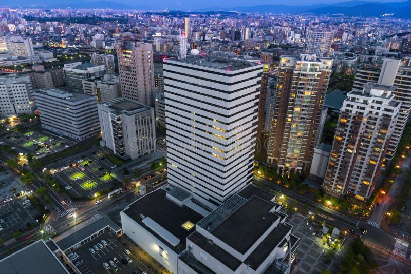 opinión del nigth del paisaje urbano céntrico de la ciudad de Fukuoka, Fukuoka, Japón imagen de archivo libre de regalías