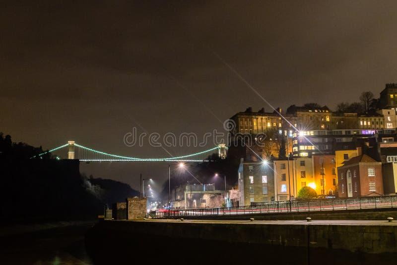 Opinión del norte Clifton Suspension Bridge Bristol por noche imagenes de archivo