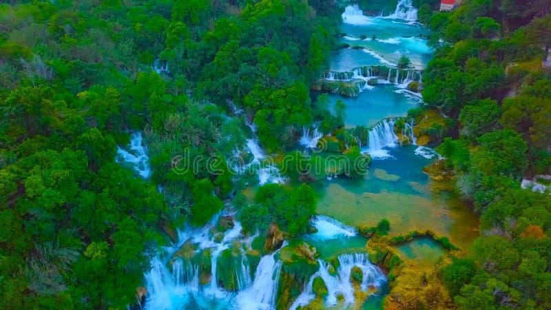 Opinión del ojo de pájaro de Croacia, Europa; Cascada en los lagos Plitvice en Croacia 2019 imagen de archivo